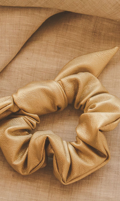 BONBON BOW SCRUNCHIE GOLD